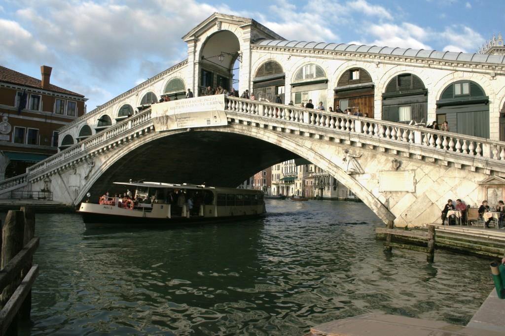 Venice_-_Rialto_Bridge_-_01